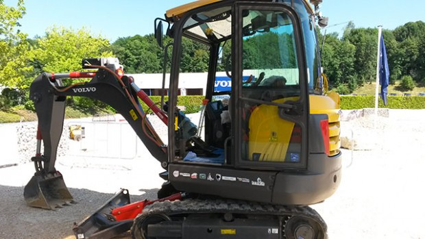 Elexc Electric Excavator with H2 Range Extender - A Volvo Trucks POC